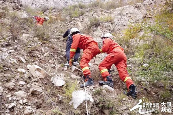 搜寻无人机记者被困深山 千年古刹旁上演生死救援